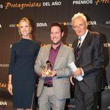 Carlos Latre posa con su Premio Protagonistas 2011