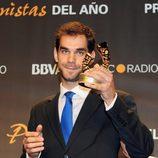 José Manuel Calderón enseña el Premio Protagonistas 2011