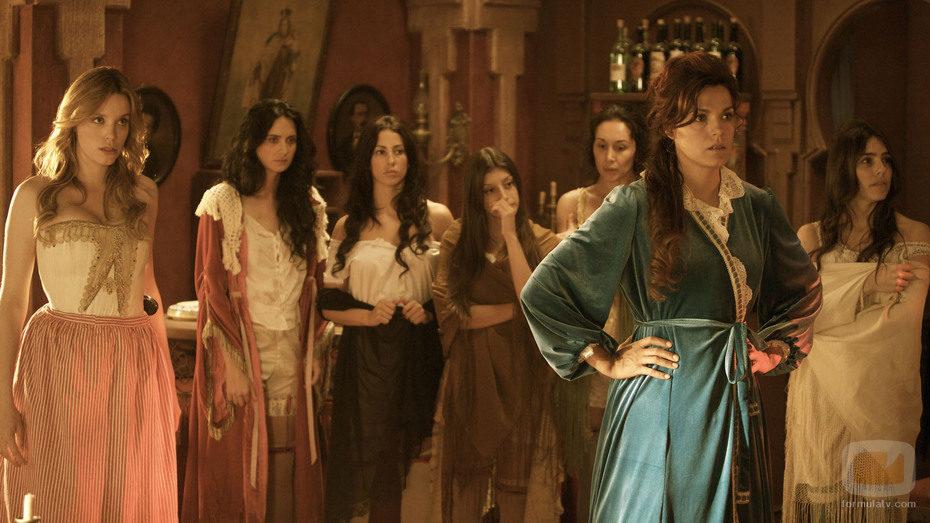 Las chicas del burdel bajo las órdenes de Rosario