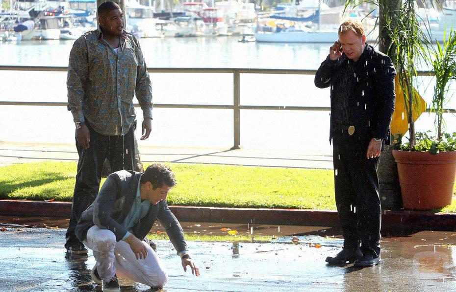 Simmons, Wolfe y Caine mojados en 'CSI: Miami'