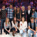Los concursantes de 'El Comecocos' posan junto a la presentadora y al jurado