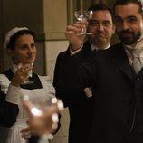 Diego propone un brindis en 'Gran Hotel'