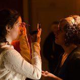 Luz Valdenebro se maquilla para rodar 'Gran Hotel'