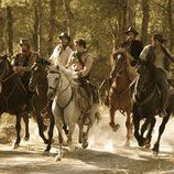 Los hermanos Bravo salen a montar a caballo en 'Tierra de lobos'