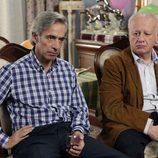 Antonio y Miguel continúan con su negocio de banderas en 'Cuéntame cómo pasó'