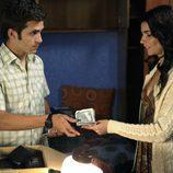 Carlos le presta dinero a Inés en 'Cuéntame cómo pasó'