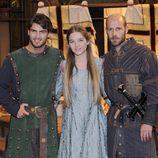 Maxi Iglesias, Beatriz Vallhonrat y Eduard Farelo en 'Toledo'