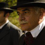 El detective Ayala en el último episodio de la temporada de 'Gran Hotel'