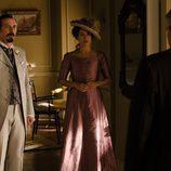 Alfredo y Sofía reciben noticias de Ayala en 'Gran Hotel'