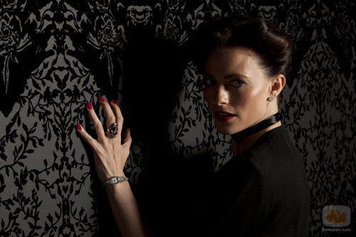 Lara Pulver es Irene Adler en la segunda temporada de 'Sherlock'