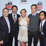 Los chicos de 'The Big Bang Theory' de fiesta por los 100 capítulos