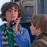 Marco y Lucas llaman por teléfono en 'Marco'