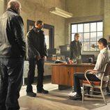 Charlie Duchamp, Ray Zancanelli y Lloyd Lowery durante un interrogatorio