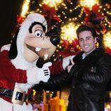 David Bustamante canta en Disneyland París en 'La noche de paz'