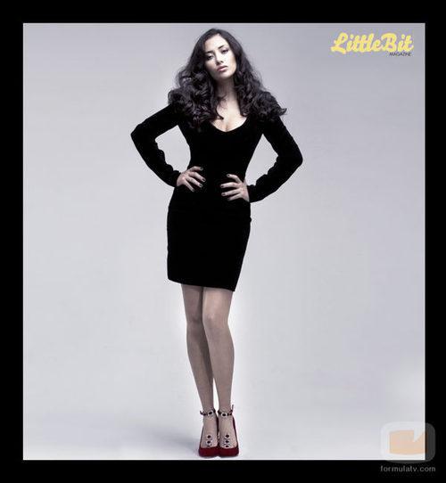 La modelo posa para la revista LittleBit Magazine
