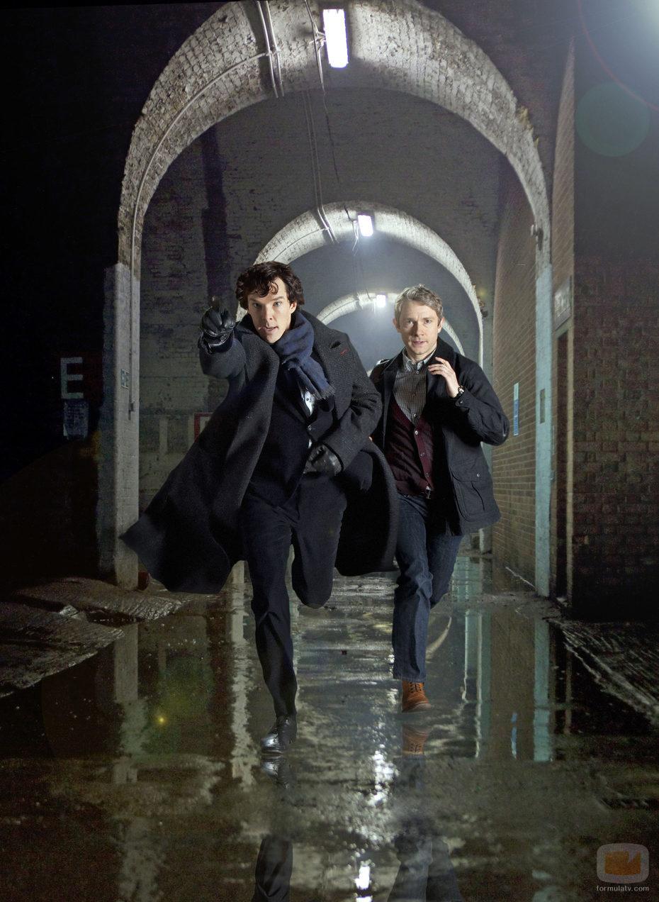 Sherlock y Watson en acción, en 'Sherlock'