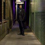 El detective Holmes, en plena investigación en 'Sherlock'