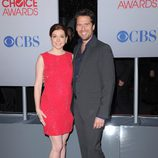 Alyson Hannigan y su marido Alexis Denisof en los People's Choice 2012