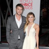 Liam Hemsworth y Miley Cyrus en los People's Choice 2012