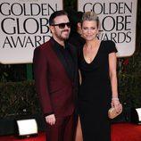 Ricky Gervais y Jane Fallon en los Globos de Oro 2012