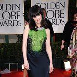 Zooey Deschanel en la alfombra roja de los Globos de Oro 2012