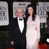 Rupert Murdoch y Wendi Deng en los Globos de Oro 2012