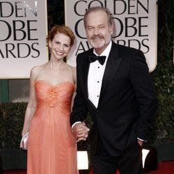 Kelsey Grammer y Kayte Walsh en los Globos de Oro 2012