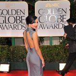 Naya Rivera en la alfombra roja de los Globos de Oro 2012