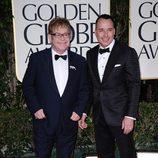 Elton John y David Furnish en los Globos de Oro 2012