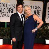 Rob Lowe y Sheryl Berkoff en los Globos de Oro 2012