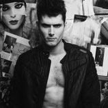 Sergio Mur, seductor en Overlay Magazine