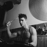 Sergio Mur toca la bateria en Overlay Magazine
