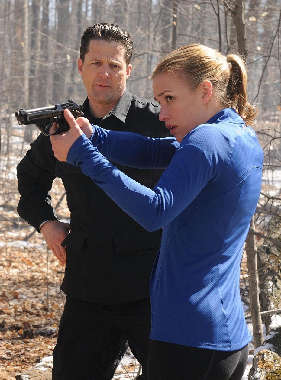 Piper Perabo armada en 'Covert Affairs'