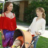 Vanessa Williams y Felicity Huffman en 'Mujeres desesperadas'