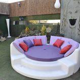 Sofá en el jardín de 'Gran Hermano 12+1'