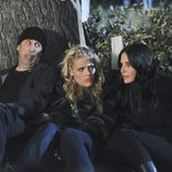 Bob Clendenin, Busy Philipps y Courtney Cox en lo nuevo de 'Cougar Town'