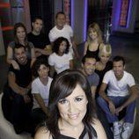 Marian Frías, conductora de 'Sex academy', junto a los participantes