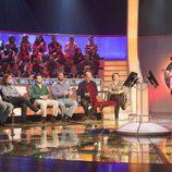 Nuria Roca con los participantes de 'El millonario'