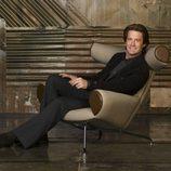 Kyle MacLachlan sentado en 'Mujeres Desesperadas'