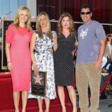Jennifer Aniston con amigos en el paseo de la fama