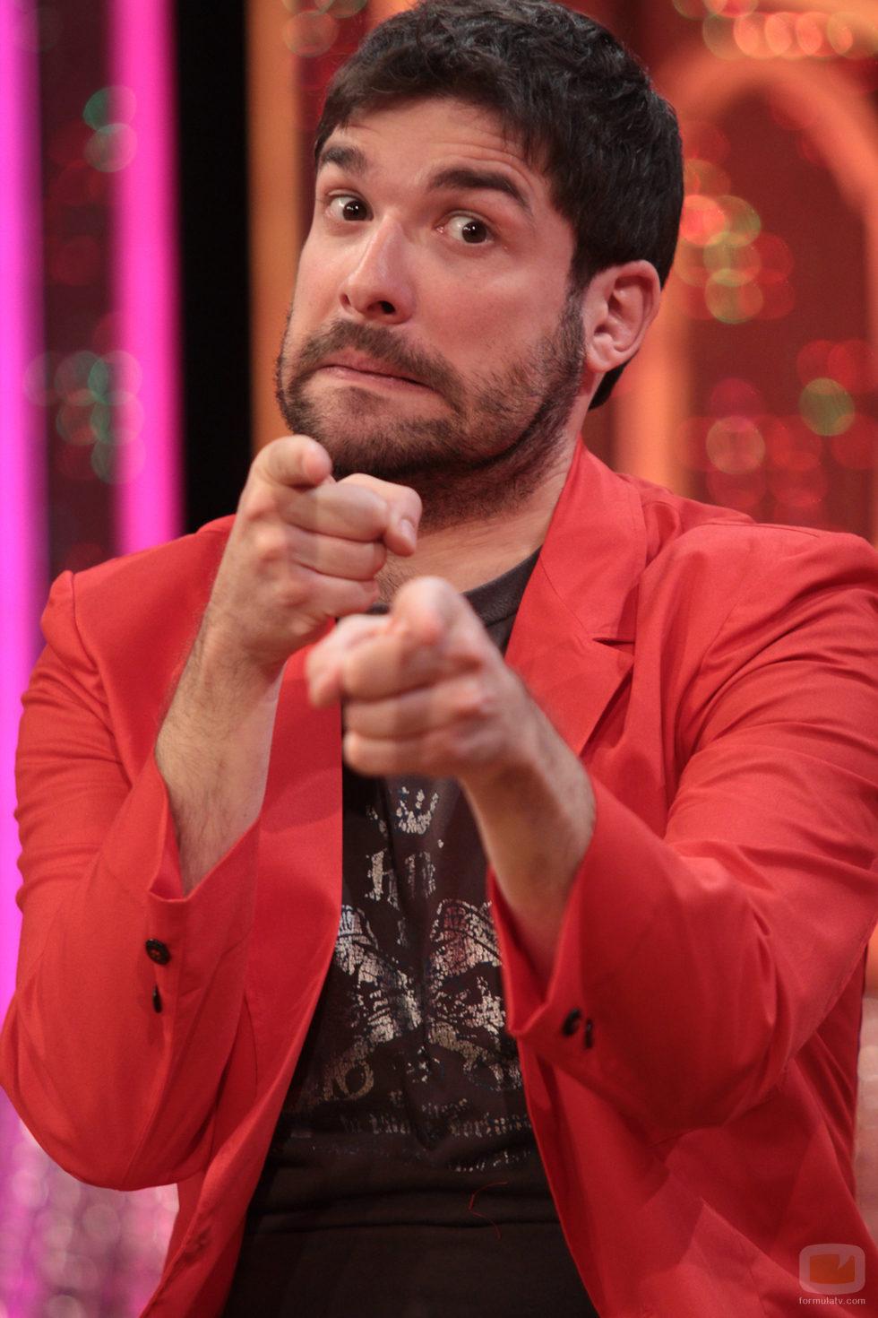 Nacho García con su chaqueta roja