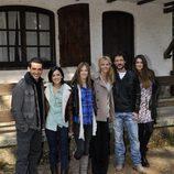 Los actores de 'Luna, el misterio de Calenda' posan durante la presentación de la serie