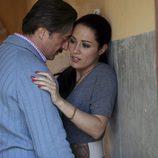 Julián Muñoz intenta besar a Isabel Pantoja en 'Mi Gitana'