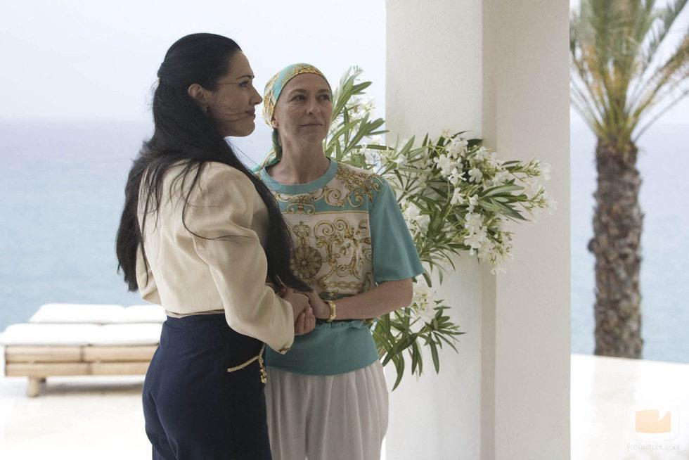Isabel pantoja con encarna s nchez ya enferma fotos for La casa de mi gitana muebles