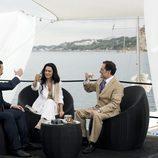 Isabel Pantoja brinda con Julián Muñoz y un abogado