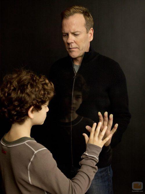 David Mazouz y Kiefer Sutherland en 'Touch'