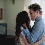 El beso entre Victoria y el padre de Emily