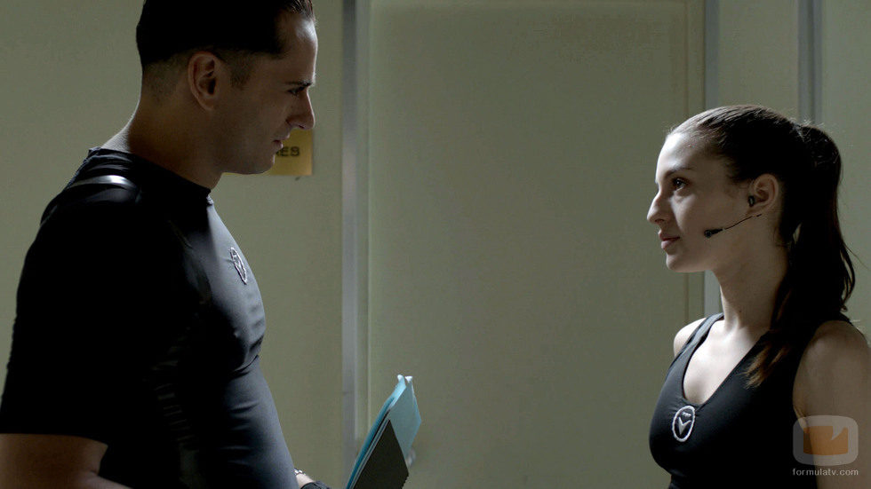 Anna y Reverte hablan durante el capítulo
