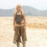 Emilia Clarke es Daenerys Targaryen en la segunda temporada de 'Juego de tronos'