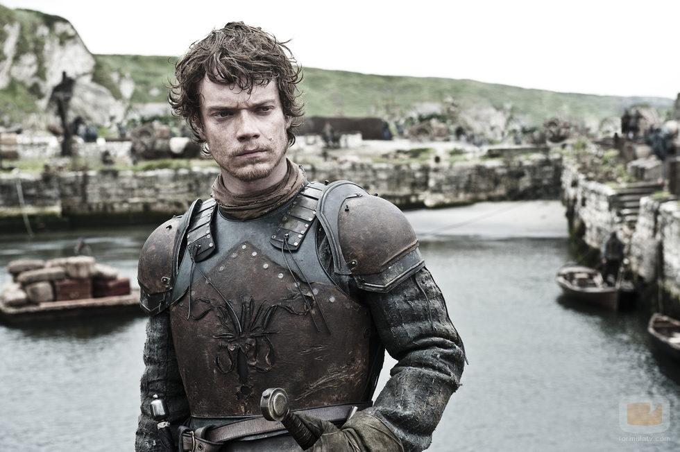 Alfie Allen es Theon Greyjoy en la segunda temporada de 'Juego de tronos'